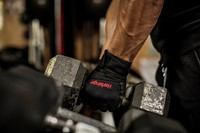 Harbinger Pro WristWrap Fitnesshandschoenen Lifestyle 2